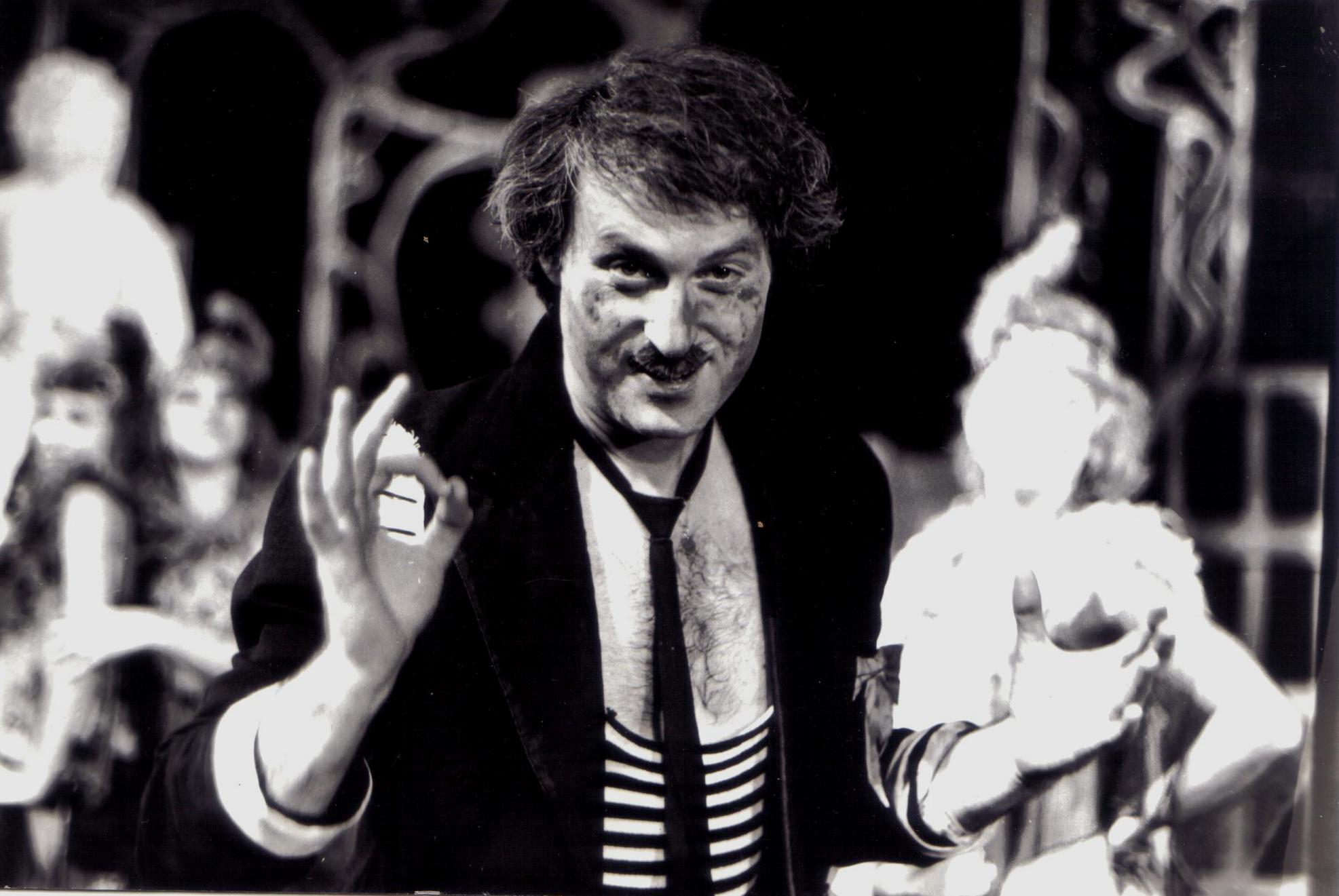 «Женихи» (оперета І. Дунаєвського, режисер Ю. Гріншпун). Гробар – В.Фролов